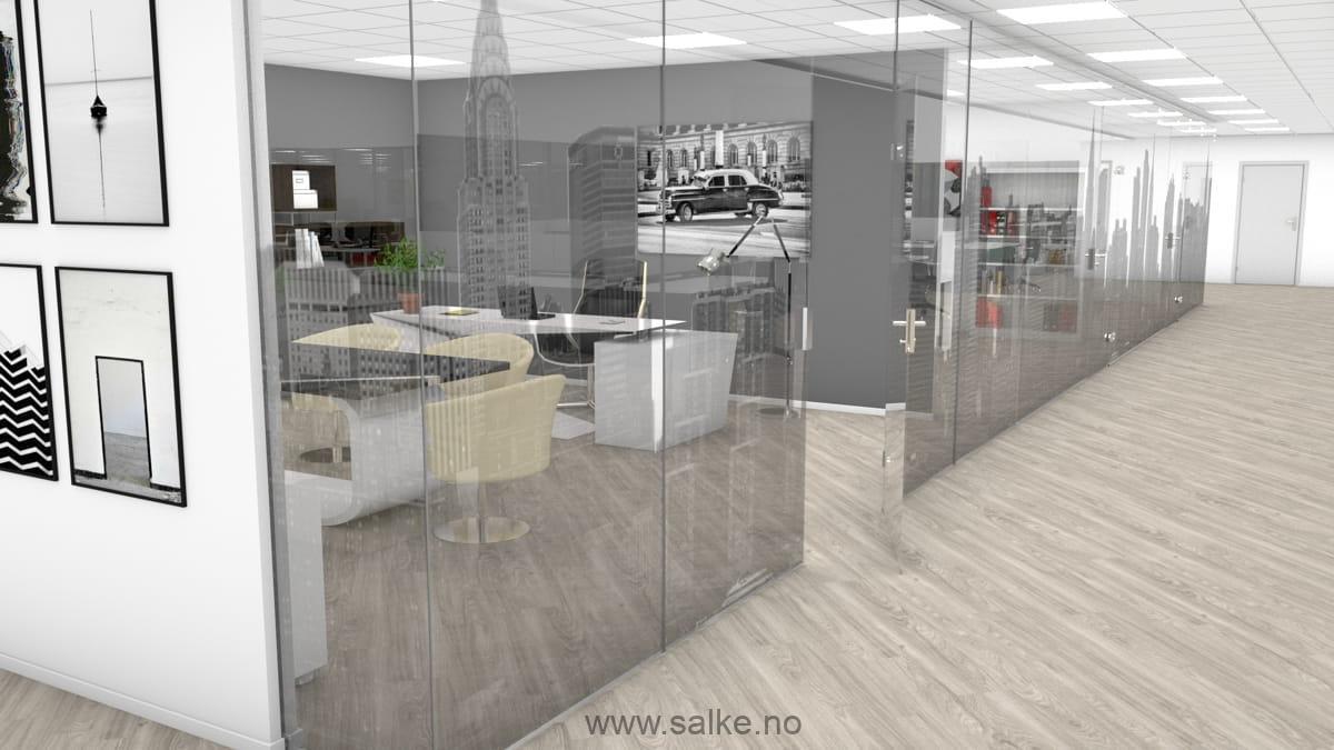Kontor med lyst folie på glassvegger